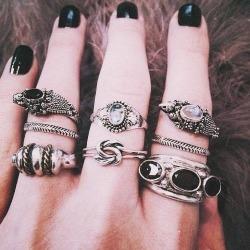 girl jewelry hipster vintage indie ring black Grunge hand dark colors skin urban sepia pastel fingers jewellery rings soft grunge send me anons