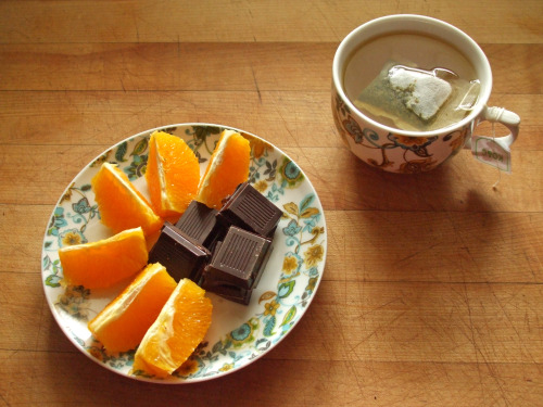 garden-of-vegan:  navel orange, fruit and nut dark chocolate, and green tea