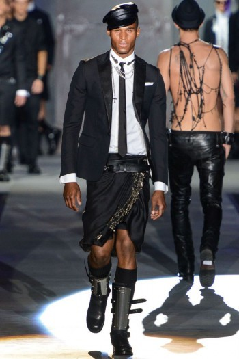 Thanks to Versace and DSquared, northern hemisphere Spring/Summer 2013  will be all about androgynous clothing and sparkling accessories. What do you think?
