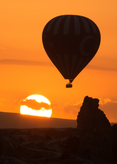 gyclli:  Göreme Balloon at Sunrise by Rob Kroenert