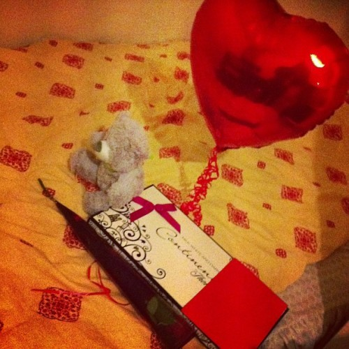 happy valentines everyone :) #balloon #teddy #chocolates #letter #flower 14/02/2013 <3