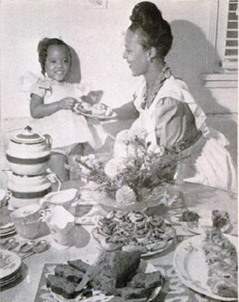 "classicladiesofcolor:  Dorothy Dandridge and her daughter, Harolyn aka ""Lynn"""