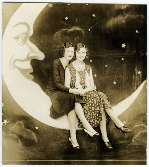 lostsplendor:  Two on the Moon, 1920s (via La boite verte)