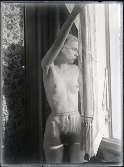 regardintemporel:  Man Ray - Lee Miller, 1930