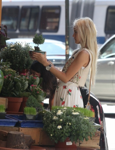bellefleurcaroline:  Isabel Lucas - (September 9th 2012) when buying plants in NYC. I love her so much. She's my icon!