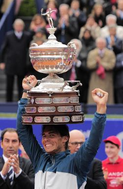 thetennisslice:  trophy hat