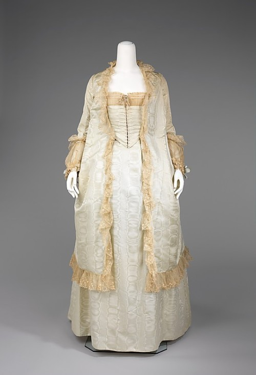 omgthatdress:  Tea Gown 1875-1880 The Metropolitan Museum of Art Tea gowns appeared in the 1870s as comfortable informal wear that could be worn while receiving close friends at the home.  Even though they were informal, they could be quite elaborate and fashionable.  WANT (the ensemble and the lifestyle)