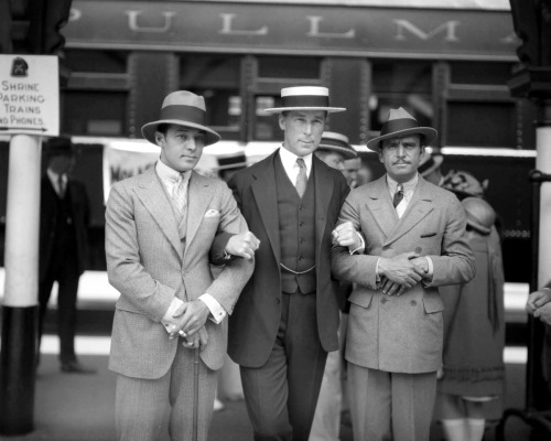 voxsart:  1925. Valentino, Hart, and Fairbanks.