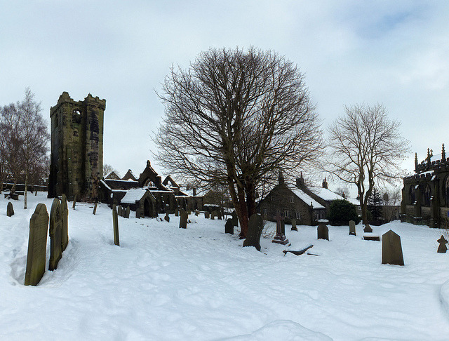 Heptonstall churchyard: snow 26-01-13 on Flickr.