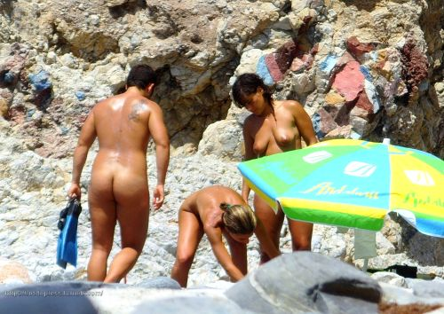 beaches2012:  Amateur Latina more 2000 pics to reblog:http://hot-topless.tumblr.com/archive Feel free to reblog as much as u want of Amateur Latina hot woman. thanks Submithttp://hot-topless.tumblr.com/submit email toplessbeachs@gmail.com