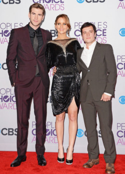 2013 PEOPLE'S CHOICE AWARDS - LIAM HEMSWORTH, JENNIFER LAWRENCE & JOSH HUTCHERSON  2013 has sure kicked off with a fabulous start in Hollywood, with the 2013 People's Choice Awards taking place today. The hottest stars in tinsel town attended the event at the Nokia Theatre in Los Angeles and we assure you that there was plenty to see when it came to the hot frocks and shocks in the fashion stakes! Here are the hottest red carpet photos for YOUR viewing pleasure! Image Source: Just Jared