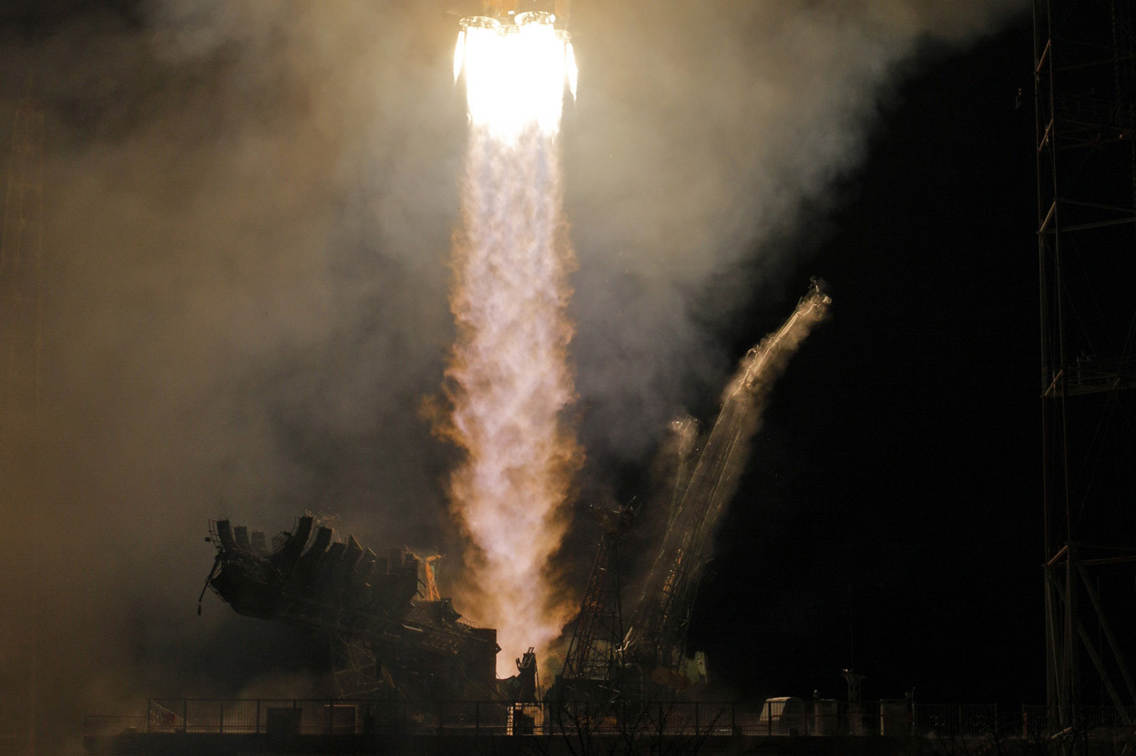 olio-ataxia:  A Soyuz-FG rocket booster with the Soyuz TMA-08M space ship carrying a new crew to the ISS, blasts off from the Baikonur Cosmodrome, in Kazakhstan, on March 29, 2013. (AP Photo/Dmitry Lovetsky)