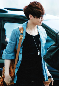 my edits exo exo m Lay airport fashion yixing dimple and glasses *sobs* his is so freaking hot and adorable and handsome and i cant