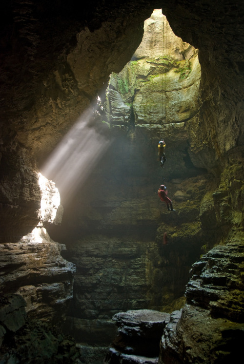 vurtual:  The Descent (by outsideshot)