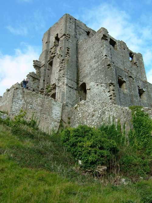 Corfe Castle - home of Queen Aelfthryth- the first anointed and crowned queen of England, and a reputed witch. There are only five know references to witches in Anglo saxon documents one being the 12th century monastic chronicle the Liber Eliensis went so far as to accuse her of being a witch, claiming that she had murdered not only her stepson King Edgar the Martyr but also Abbot Brihtnoth of Ely, who is said to have seen her practicing magic under a tree. The stories that grew up around her are extraordinary. She is an ancestor of King Henry II - through Saint Margaret of Scotland, giving links to the ancient Anglo-Saxon Noble families.