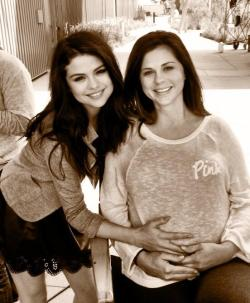 selgomez-news:  selenagomez: Hope all the amazing moms had a great day! I have the best momma in the world :)) I love you so much!