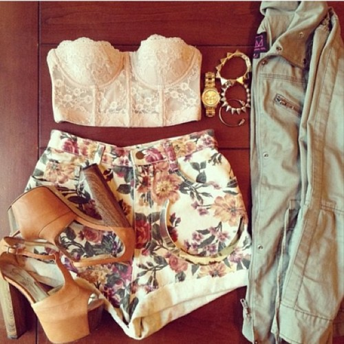 cali-foe-lyf3:  #bandeau#cute#floralprint#shorts#highwaisted#highwaistedshorts#jacket#highheel#heels#likes#love#hipster#instagood#instacute#instahipster#instadaily#instamood#instafashion#wantwantwant#followme#followus#followgram#fashion#fashionstyle#tagsforlikes#style