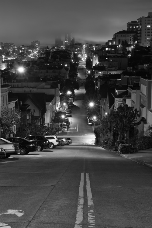 lensblr-network:  Foggy San Francisco Street in Black and White (San Francisco, California - 3/2013) by Cam Fortin  (steepravine.com)