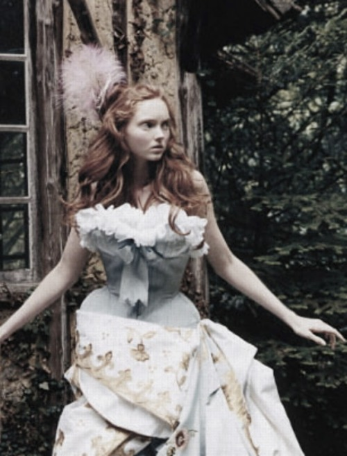 "ampersand-et:  lily cole in ""the house on the hill"" by arthur elgort for vogue uk november 2004."