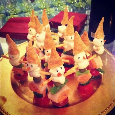 Christmas in the tropics! #singapore #christmas #xmas #food #appetiser #creativity #art (at Lloyd Court)