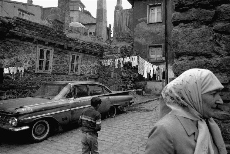 Town of Erzurum, Turkey, 1988. [Credit : Nikos Economopoulos]