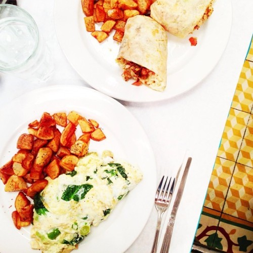 "yummyinmytumbly:  ""very late brunch."" (by thedelicious)"