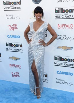 glamlifeeee:  Kelly Rowland gorgeous as always in this Rami Ali dress; I would've loved a brighter lip on her, no?  The 2013 Billboard Music Awards