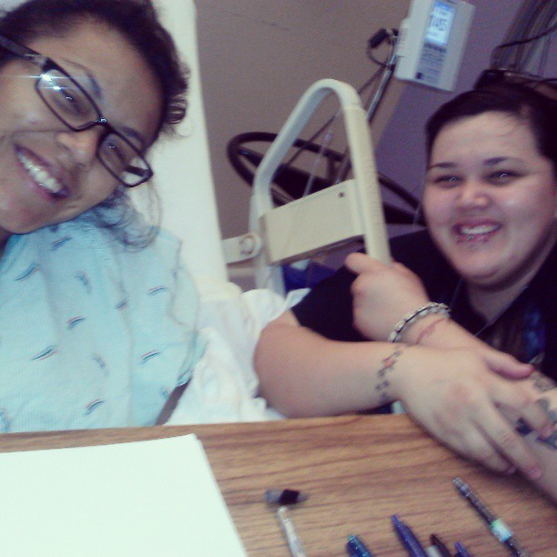 Visitando mi hermanita in the hospital :D surgery done and feeling better, oh how I love her sooooooo much… So glad everything went great! I love you kid! @jay_dimps2408