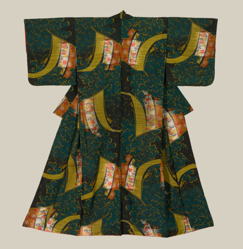 thekimonogallery:  A heavy rayon omeshi kimono featuring large kicho (specialized curtain) motifs. Early Showa period (1927-1940). The Kimono Gallery