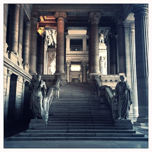 #monumental #stairs of the #justice #palace in #brussels  (à Justitiepaleis / Palais de Justice)