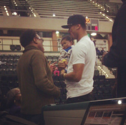 allthewayfromchicago:  Derrick Rose and PJ  CUTEST!