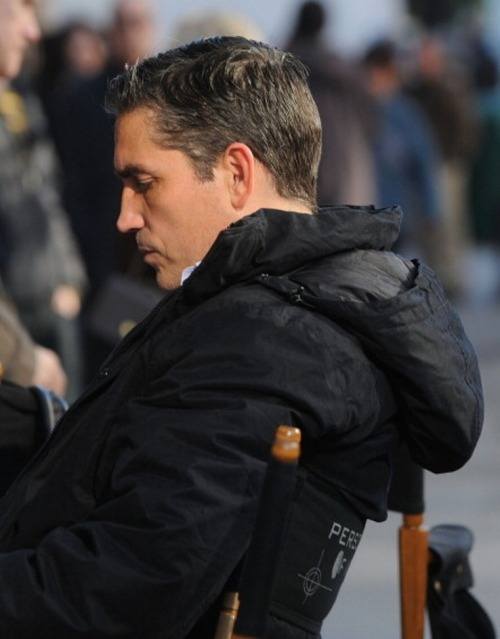 Jim as Reese studying his script on the POI set, S1.