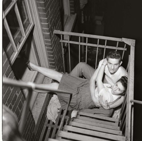 inneroptics:  Couple on Fire Escape, 1948. Stanley Kubric