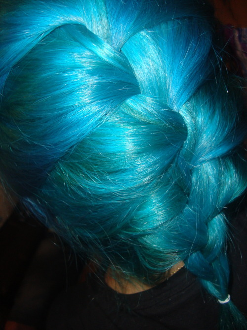 """turquoise braid made by my friend :3 (old)"" Pretty color, I don't see that enough <3"