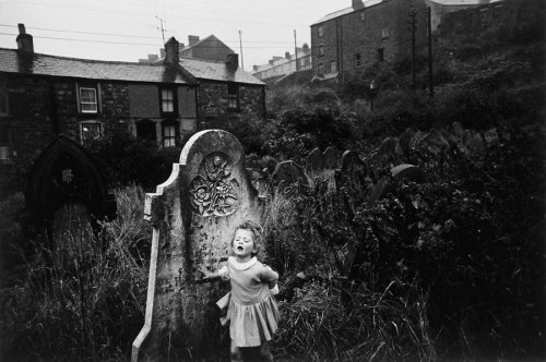Bruce Davidson, Graveyard from the Welsh, Miners series, 1960