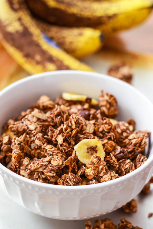 healthy-fit-food:  banana nutella granola