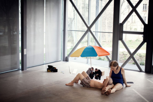 myampgoesto11:  Ron Mueck: Couple Under an Umbrella (2013)