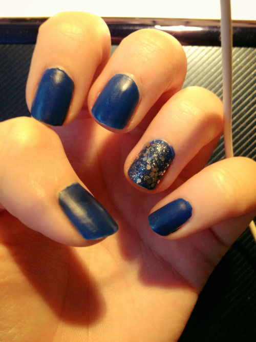 Matte glitter nails:  Base: OPI in Dating a Royal  Silver glitter: Sephora by OPI in Indigo with the Flow  Gold glitter: Sephora by OPI in The Golden Age  Matte top coat: nails inc in Westminster Bridge matte top coat