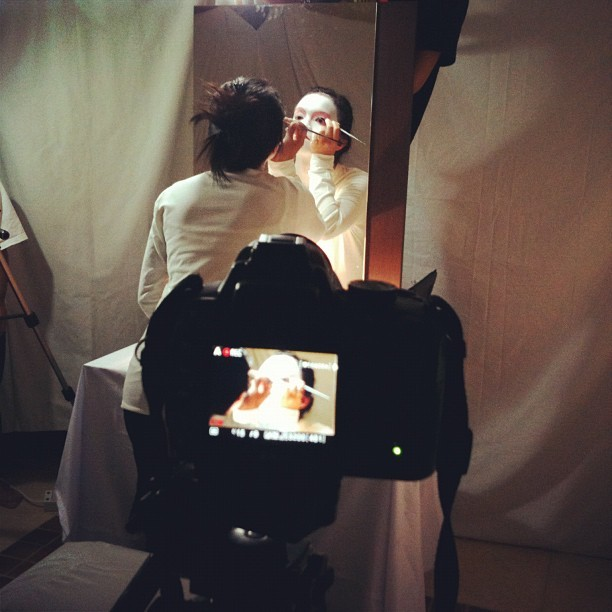 Happening now: Beauty guru at work #geisha #bts