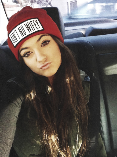 ohyouprettyything:  honeybesweet:  ok that beanie is fierce and i need it  ugh gorgeous<33333