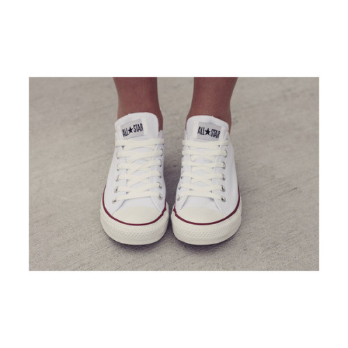 view-from-up-here:  i love my white converse
