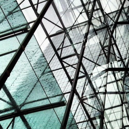 Through • #8CanadaSquare #hsbc #19CanadaSquare #ZeidlerRoberts #architecture #glass #steel #skyscraper #canarywharf #londondocklands #eastlondon #london #london #england #greatbritain #unitedkingdom #levels #raining #wet #reflections #winter #morning #9thMarch #2013 #lofi #lux #st #thest • early morning • (at Waitrose)
