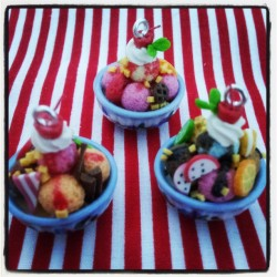 mini sundae charms