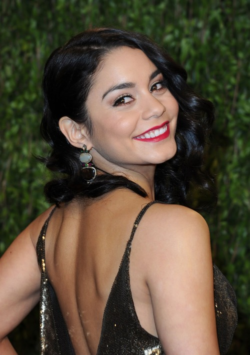 ( Vanessa Hudgens Hot at Vanity Fair Oscar Party in Hollywood- 5 Pics)