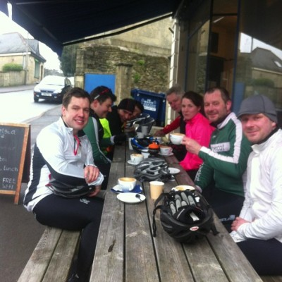 The @VeloClubWalcot #easyriders doing it right at @chelseacafe #cycling #bath