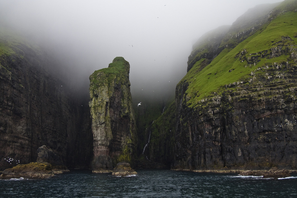 escapetoanotherland:  Vestmanna Cliffs (by Bev and Steve)