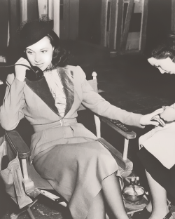 intrinsictremblings:  Vivien Leigh getting a manicure on set of Waterloo Bridge