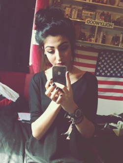 yazbeheshti:  couldn't be bothered to do my hair today. I'll probably delete this.
