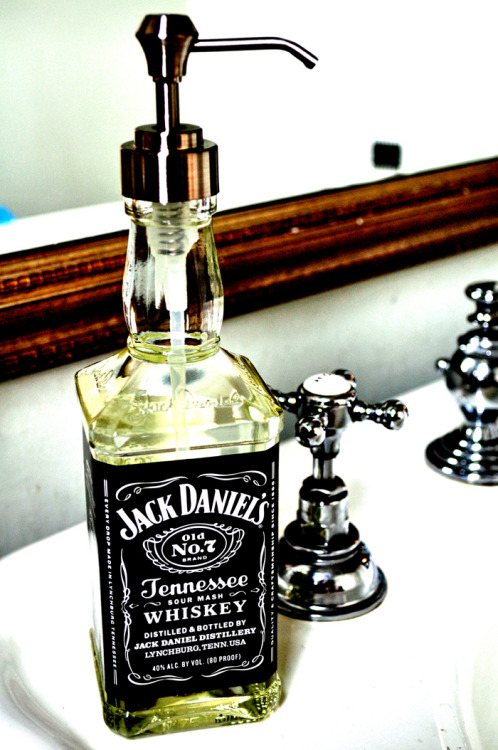 Uuuh, let's try it! Jack Daniel's soap dispenser