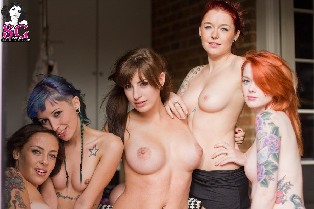 groupgirlsnude:  (via TumbleOn)